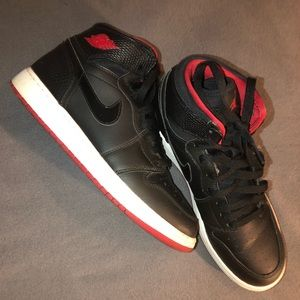 Size 6 women's Nike air Jordan sneakers